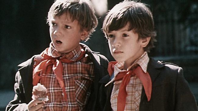 Одесская киностудия Эту замечательную историю оприключениях двух учеников 3класса Васи Петрова иП