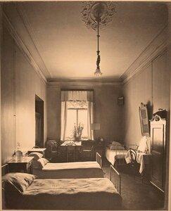Вид части комнаты для сестер милосердия госпиталя.