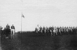 Император Николай II на параде Драгунского Нежинского полка перед отправкой его на Дальний Восток.