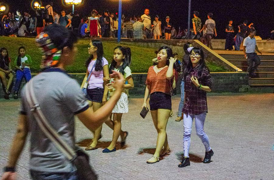 Вечером на площади