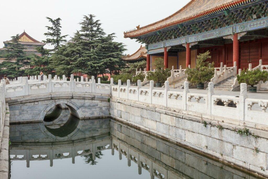 Канал и мост, Храм Императорских Предков