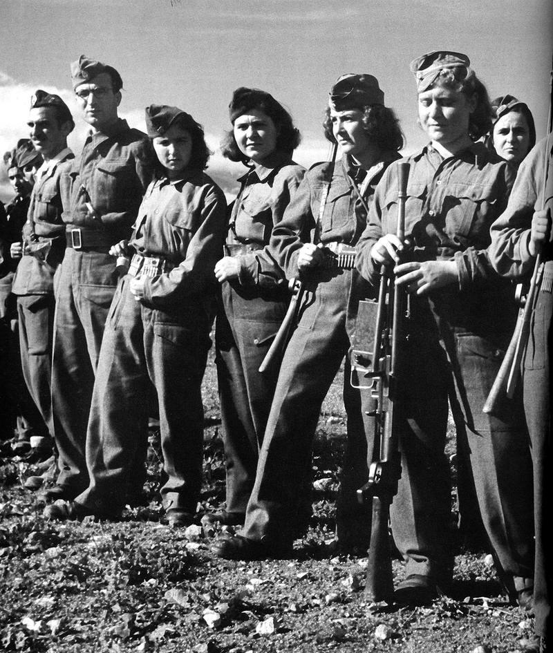 Девушки из Народно-освободительной армии Греции (1943 год)