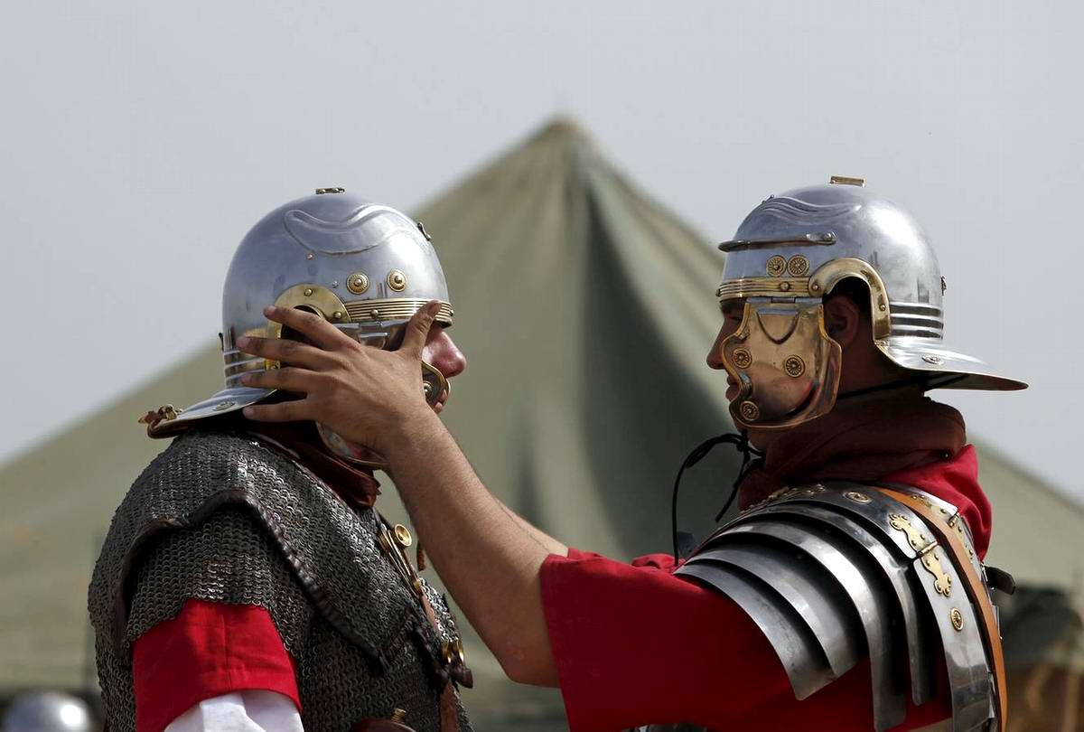 Легионеры армии Древнего Рима: Современный вариант попытки захвата острова Мальта (7)