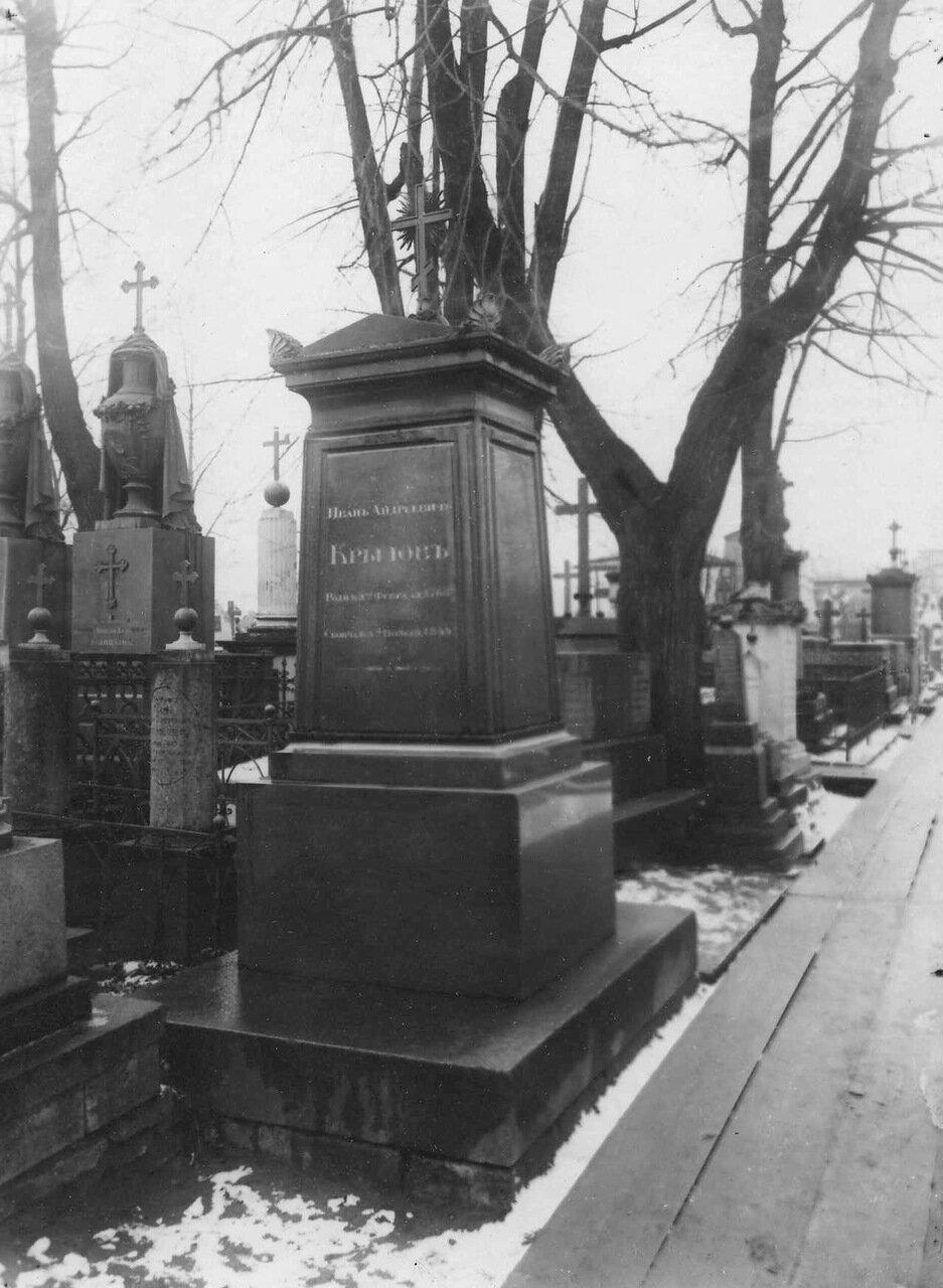04. Надгробный памятник поэту И.А.Крылову