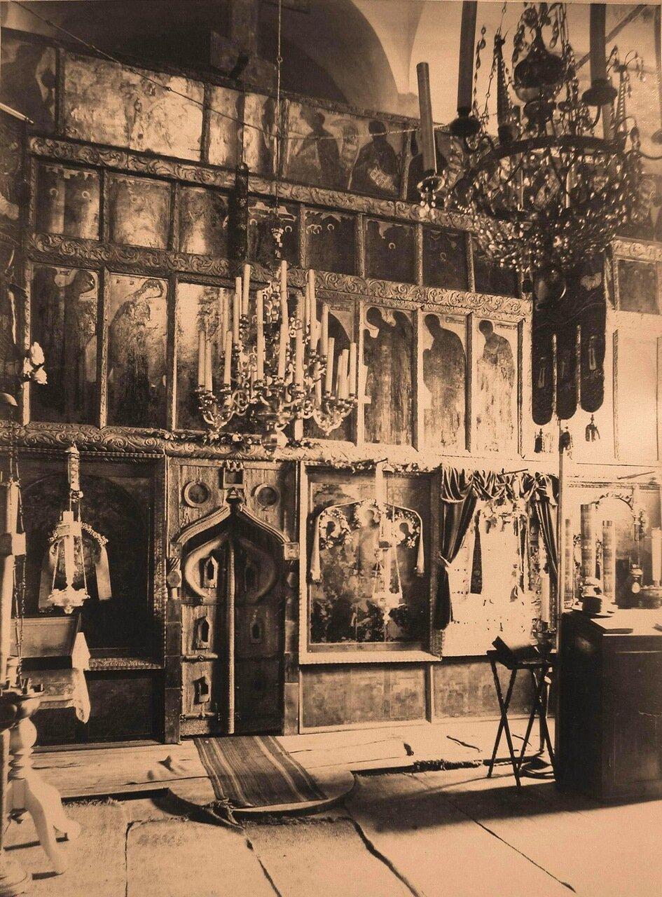 Вид части иконостаса в церкви Петра и Павла