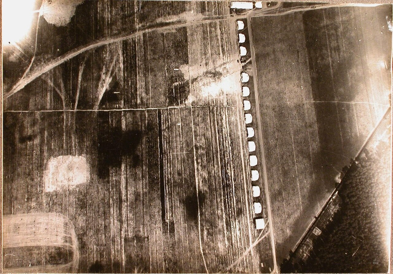 35. Вид аэродрома сверху (снимок, сделанный в полете)