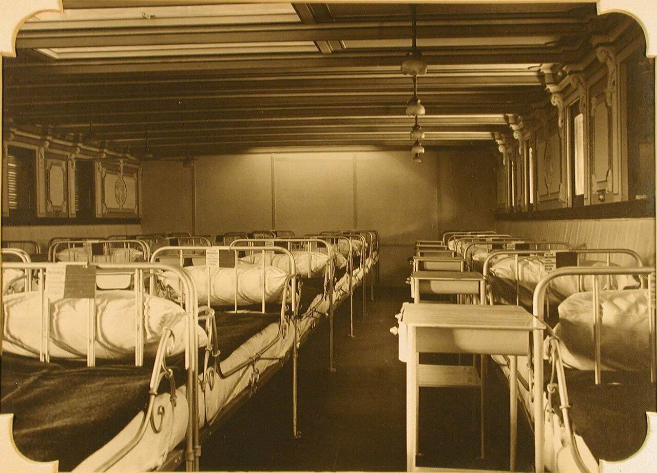 11. Вид левой стороны хирургической палаты №2 госпиталя
