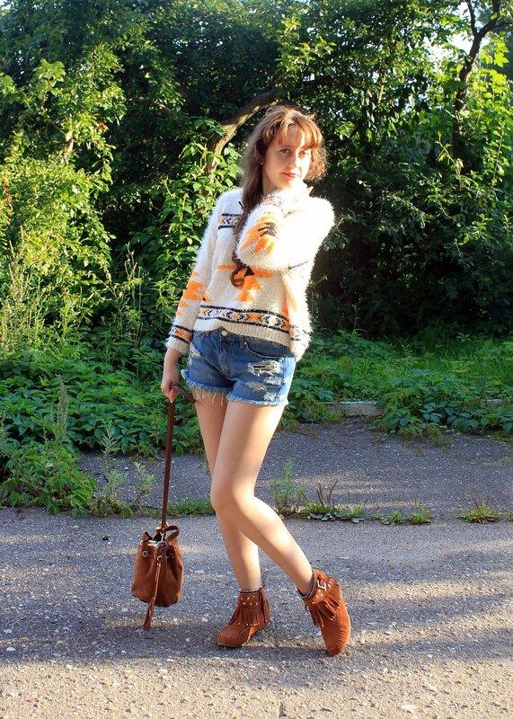 Свитер - Topshop, шорты - Mango, обувь - New Yorker, сумка - Topshop