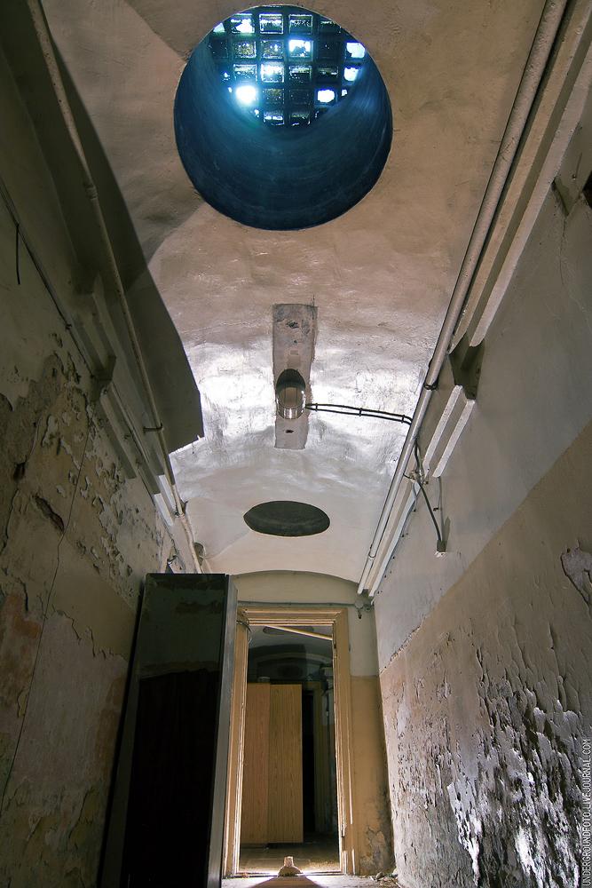 Световое окно подвал