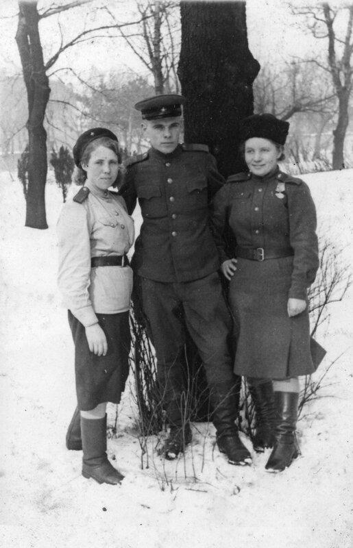 Devushki-OKR-SMERSH-v-Sofii_fevral-1945.jpg