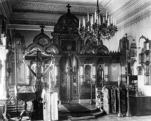 Внутренний вид домашней церкви благоверного великого князя Александра Невского при училище.