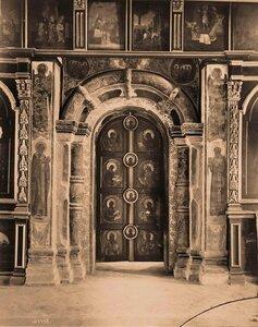 Вид на царские врата в церкви Смоленской иконы Божией матери в Воскресенском монастыре.