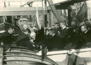 Группа инженеров на территории завода в день закладки зданий отдела Подводного плавания в присутствии морского министра адмирала И.К.Григоровича и директора завода П.Ф. Вешкурцева; справа сзади К.П.Боплавский.