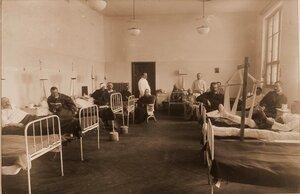 Раненые и больные в палате № 13 для офицеров.