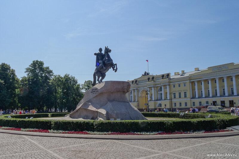 Медный Всадник. Если кто вдруг не знает - это памятник Петру Первому, основателю Санкт-Петербурга.