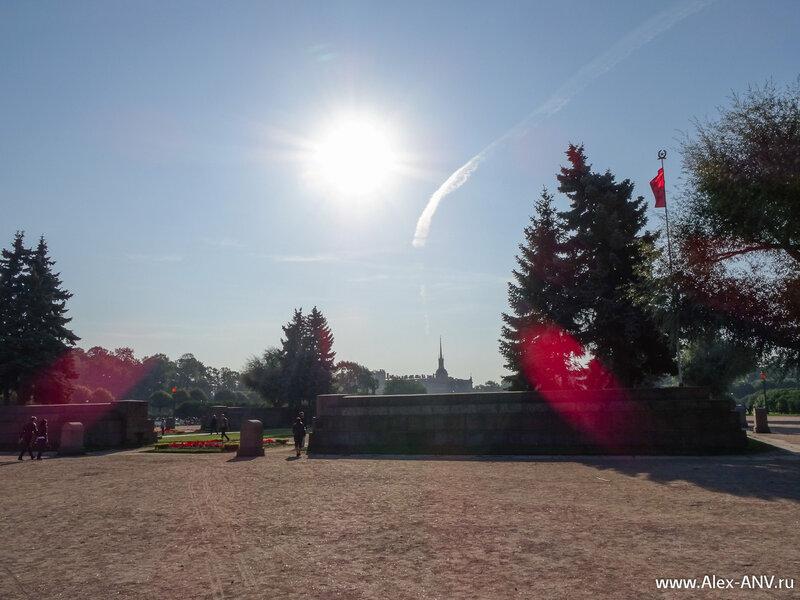В центре Марсова поля создан мемориал павшим борцам революции