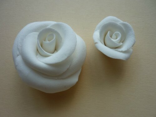 Розы из самозатвердевающей полимерной глины