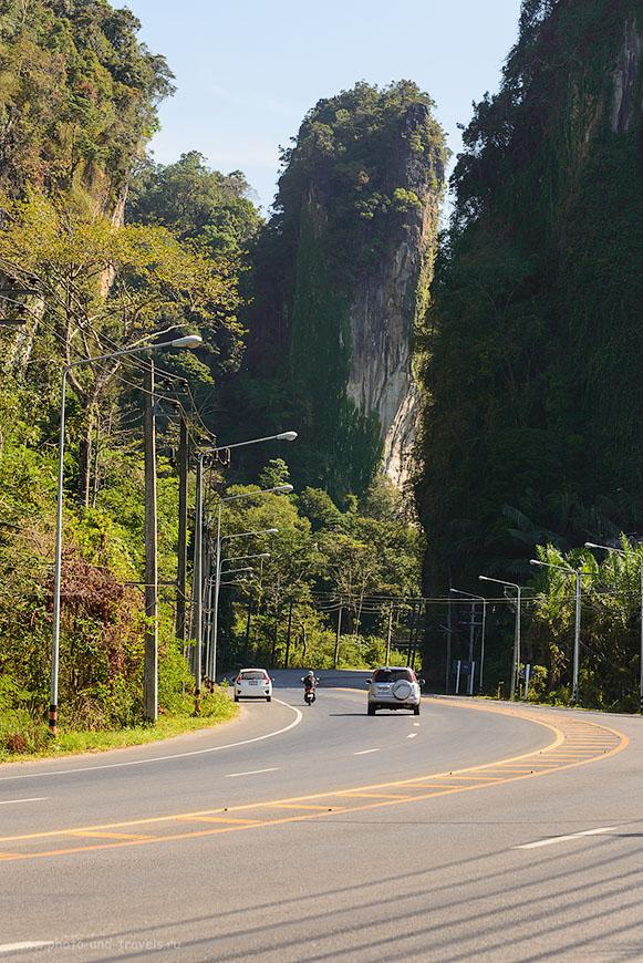 Фотография 17. Сравните высоту машины Honda Jazz, на которой мы объездили полстраны, и отвесные скалы в Краби. Рассказ о путешествии по Таиланду на машине (100, 100, 9.0, 1/125)