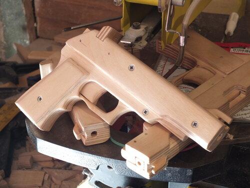 Изготовление трех пистолетов