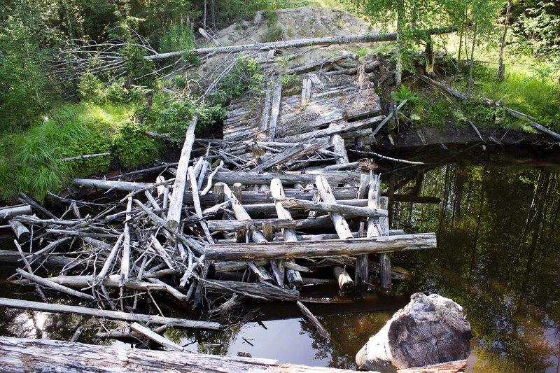 разрушенный мост через р. Вилга рядом с Нелгомозеро