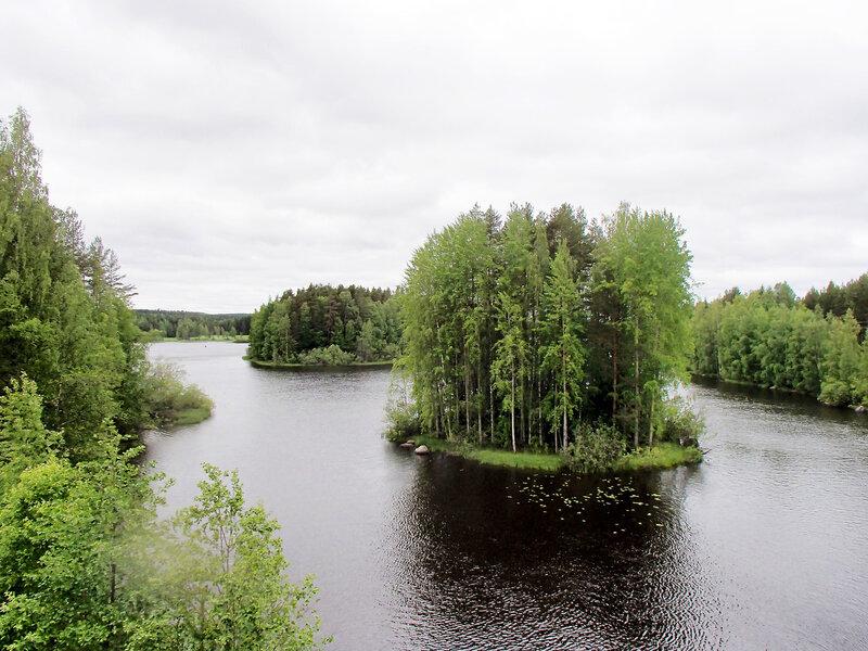 круглый островок на проливе Aatunselka