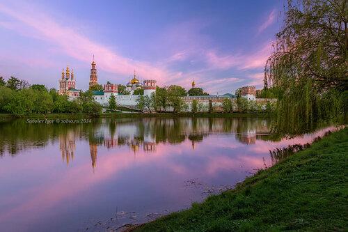Закат у Новодевичьего