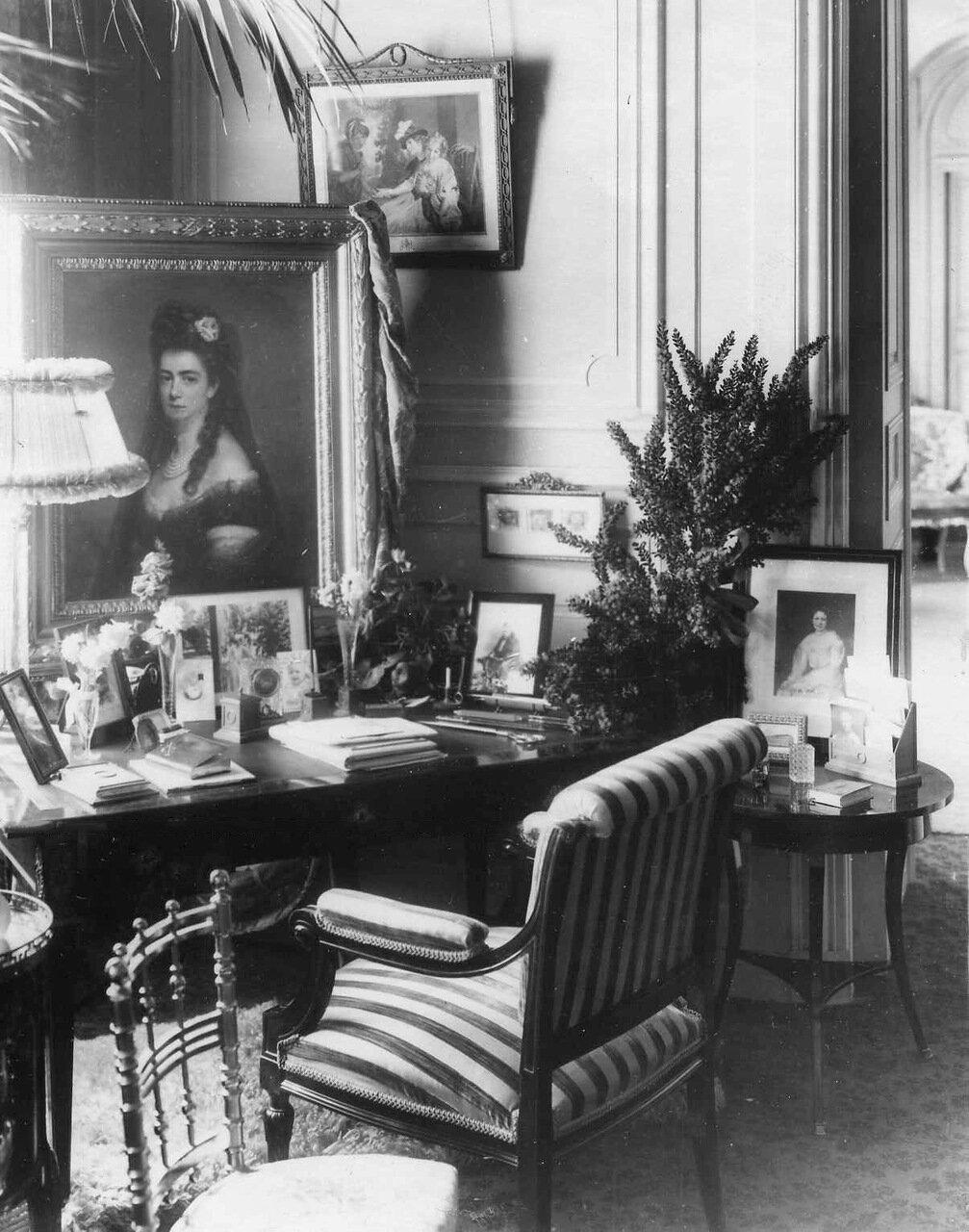 08. Часть гостиной посольства (комната посла). 1914