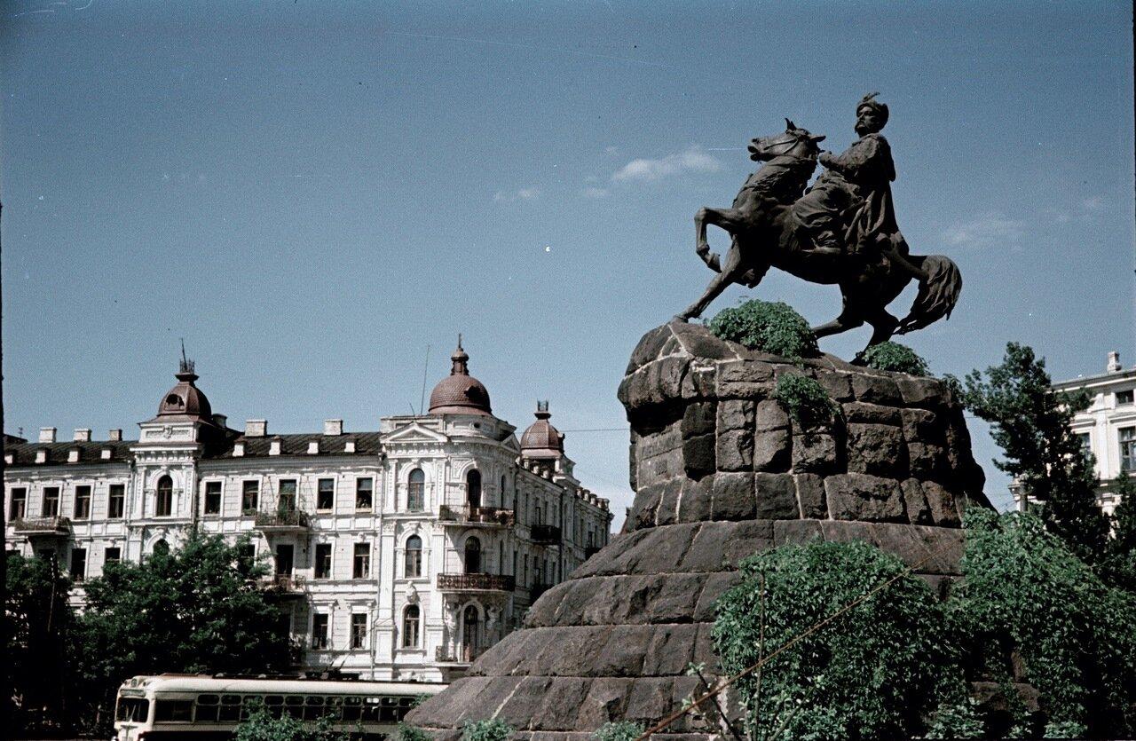 Памятник Хмельницкому
