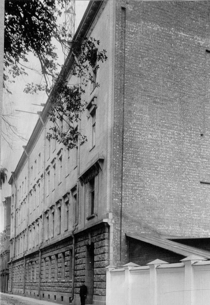 01.  Вид здания завода на Аптекарском острове