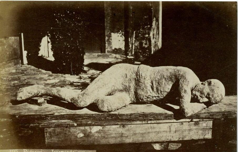 1900. Останки человека