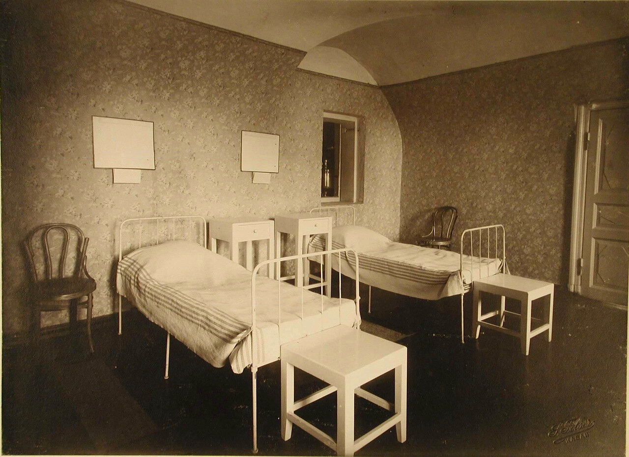 04. Вид части палаты № 2 (на 2-х раненых)