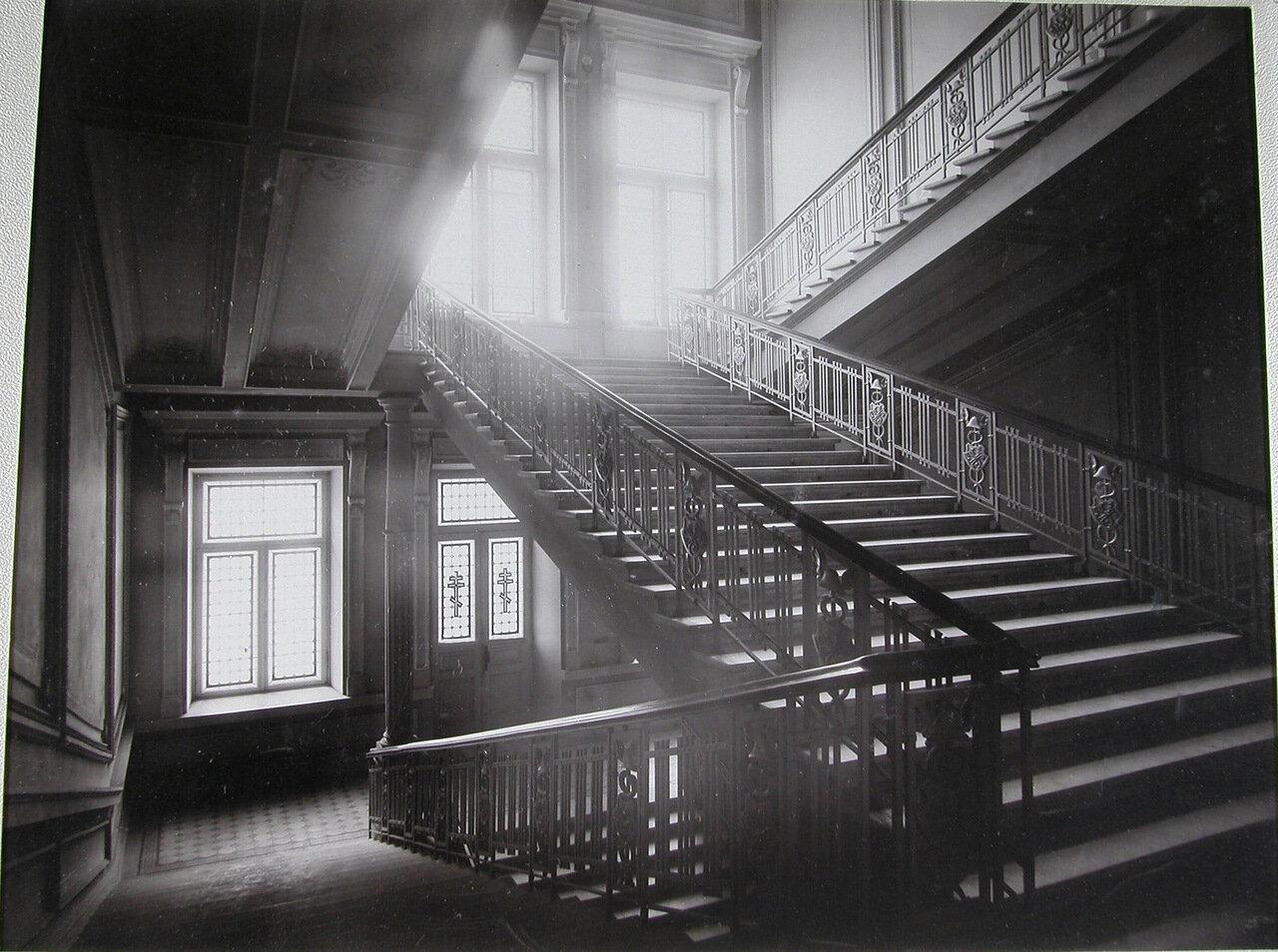 05. Лестница на второй этаж в здании училища