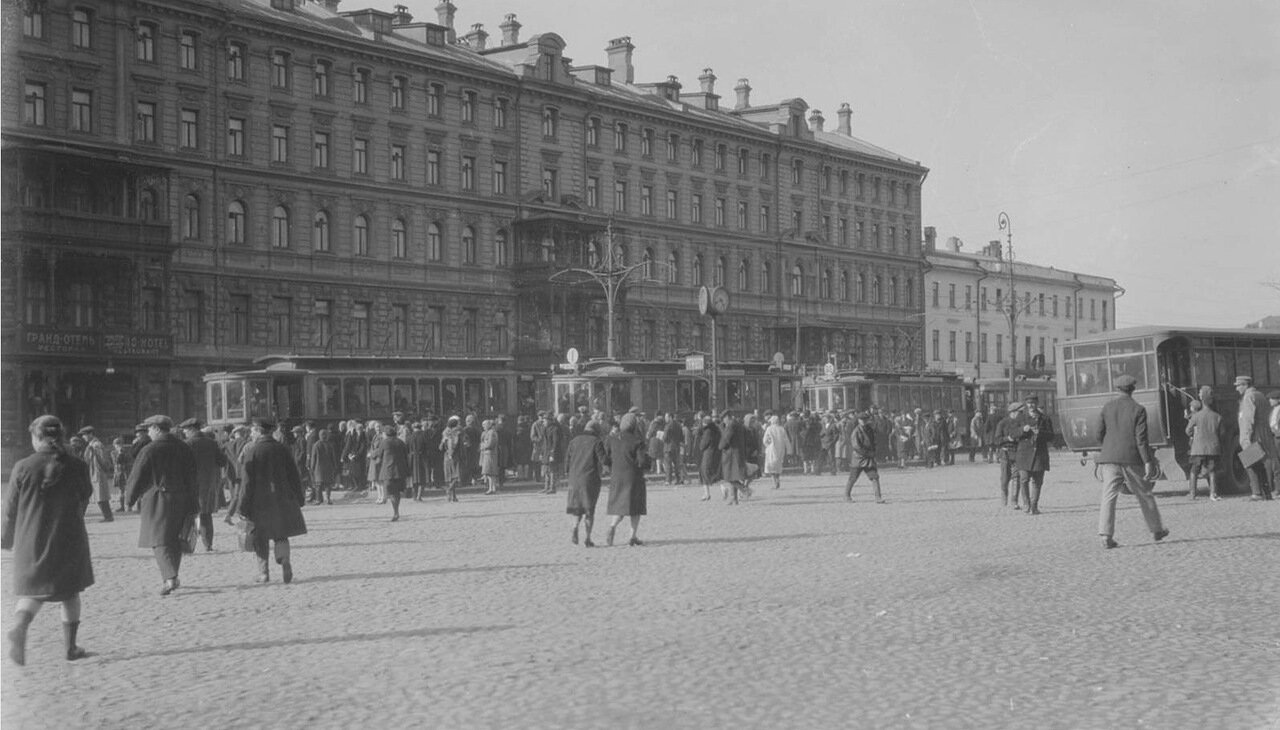 32.«Гранд-отель» на площади Революции
