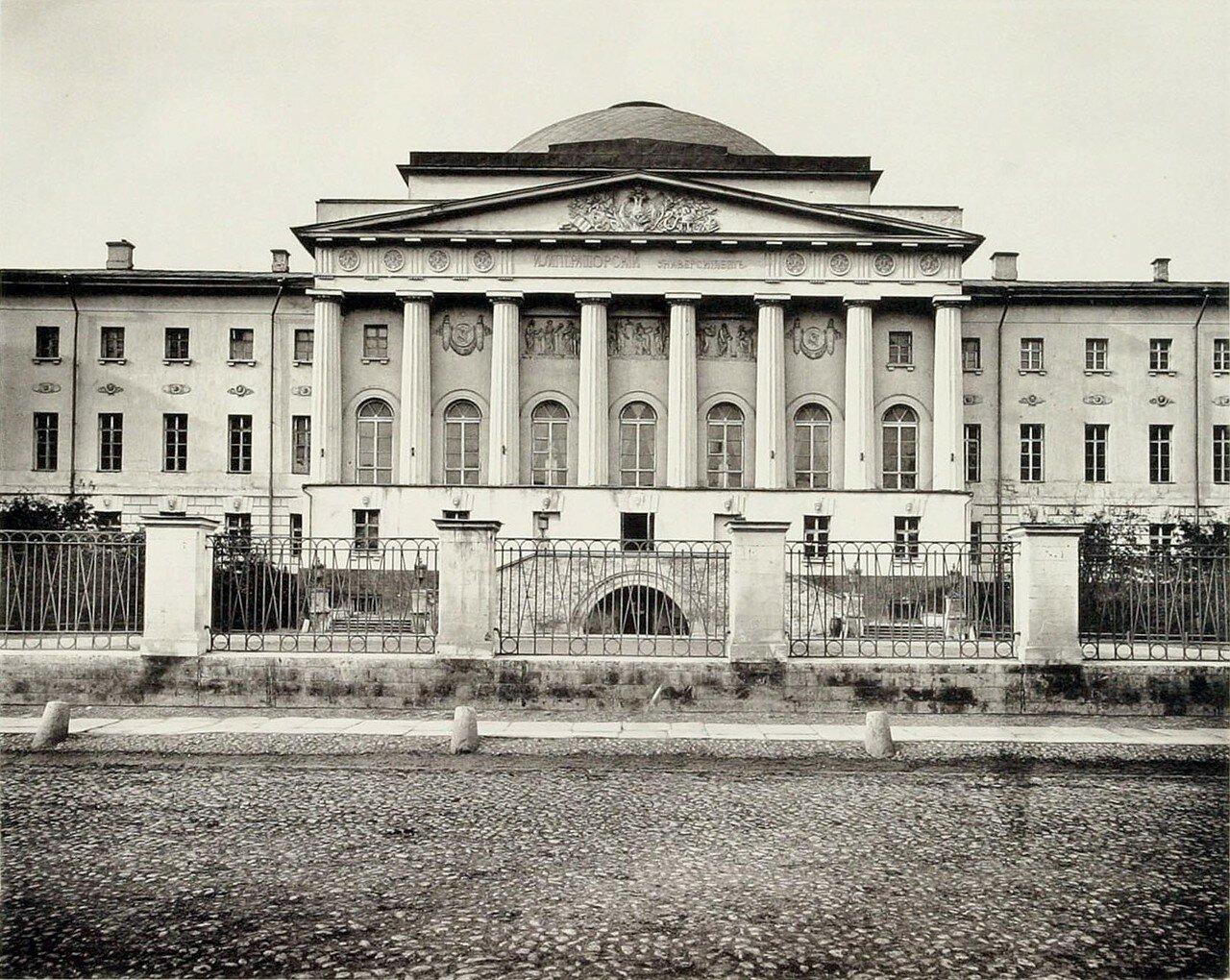 318. Университетское здание