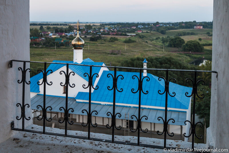 Сретенская трапезная церковь - вид с колокольни