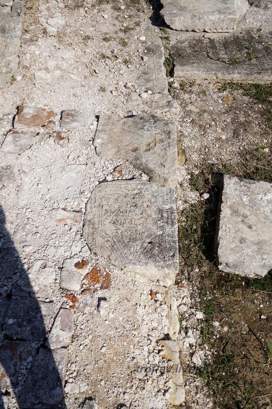 Фундамент храма Преподобного Феропонта из древних надгробий, Можйский Лужецкий Ферапонтов мужской монастырь