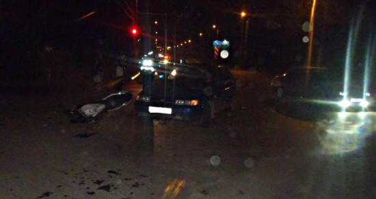 Печальное ДТП вКирове: «ВАЗ-2112» сбил мотоциклиста иего пассажирку