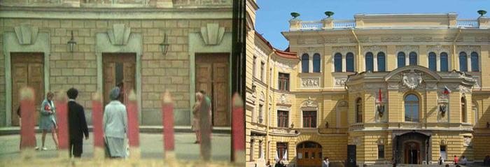 11. Сейчас капелла отреставрирована, вход в здание выглядит по-другому.