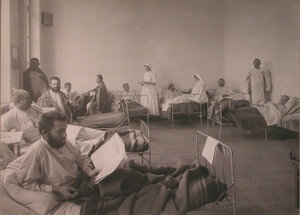 Раненые в палате лазарета при Любимовском отделении Щербатовской больницы.