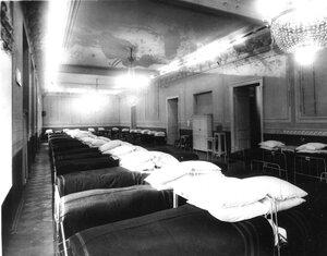 Одна из палат в зале Дворянского собрания. 1915 г.