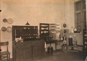 Вид части помещения аптеки.