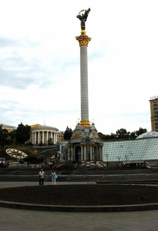 Главную елку Киева 2014 демонтировали