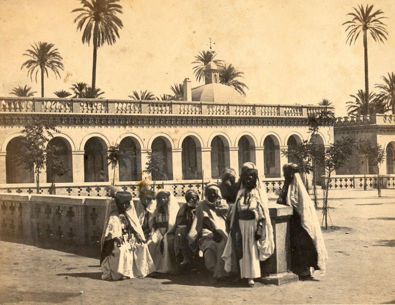 1875. Группа женщин