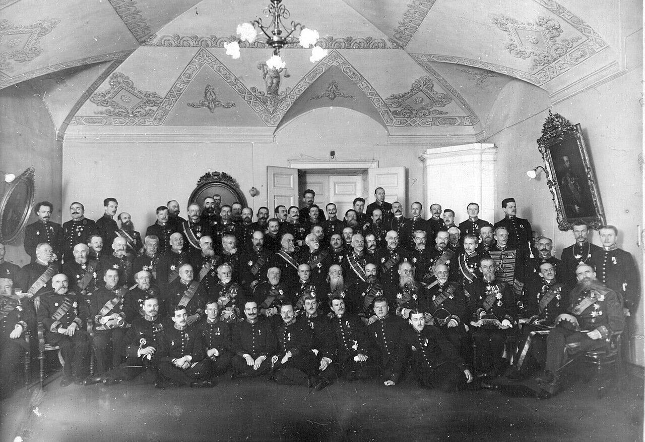 20. Группа сенаторов в зале заседаний. 1914