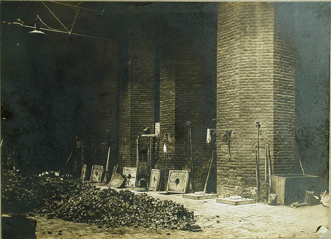 01. Общий вид помещения кочегарки Обуховского сталелитейного завода. 1 августа 1908