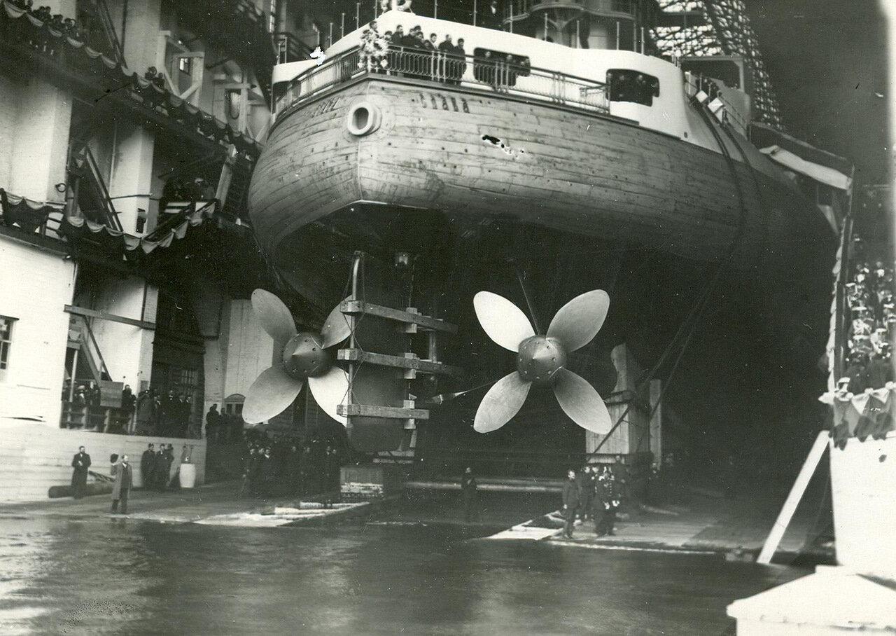 27. Эскадренный броненосец «Слава» перед спуском на воду. 29 августа 1903