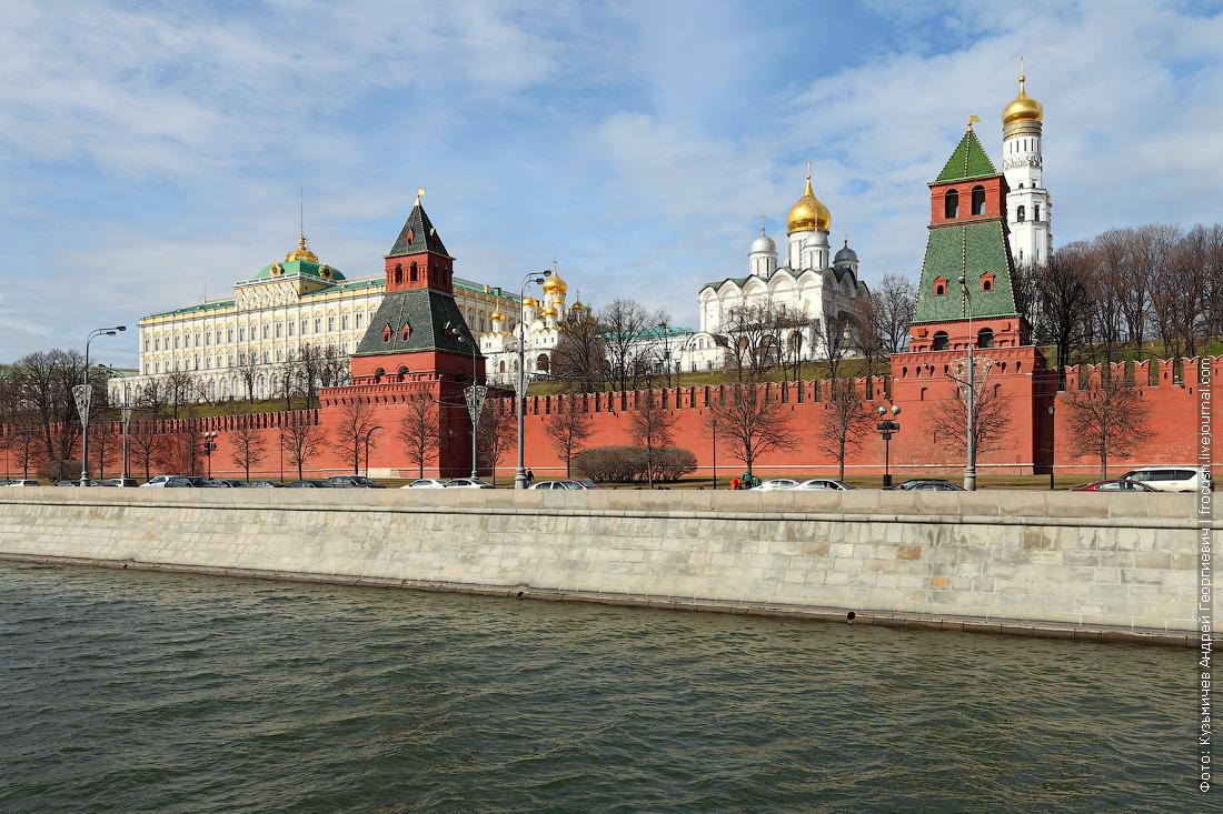 Кремлевская набережная и Московский Кремль