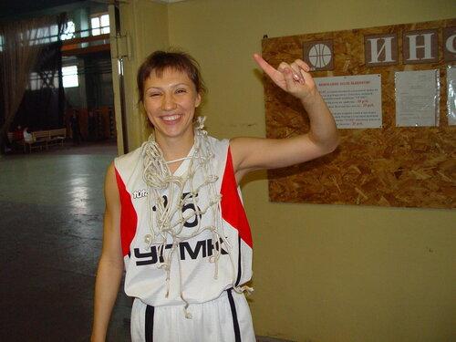 И сетка от баскетбольного кольца - на шее Анны Архиповой...