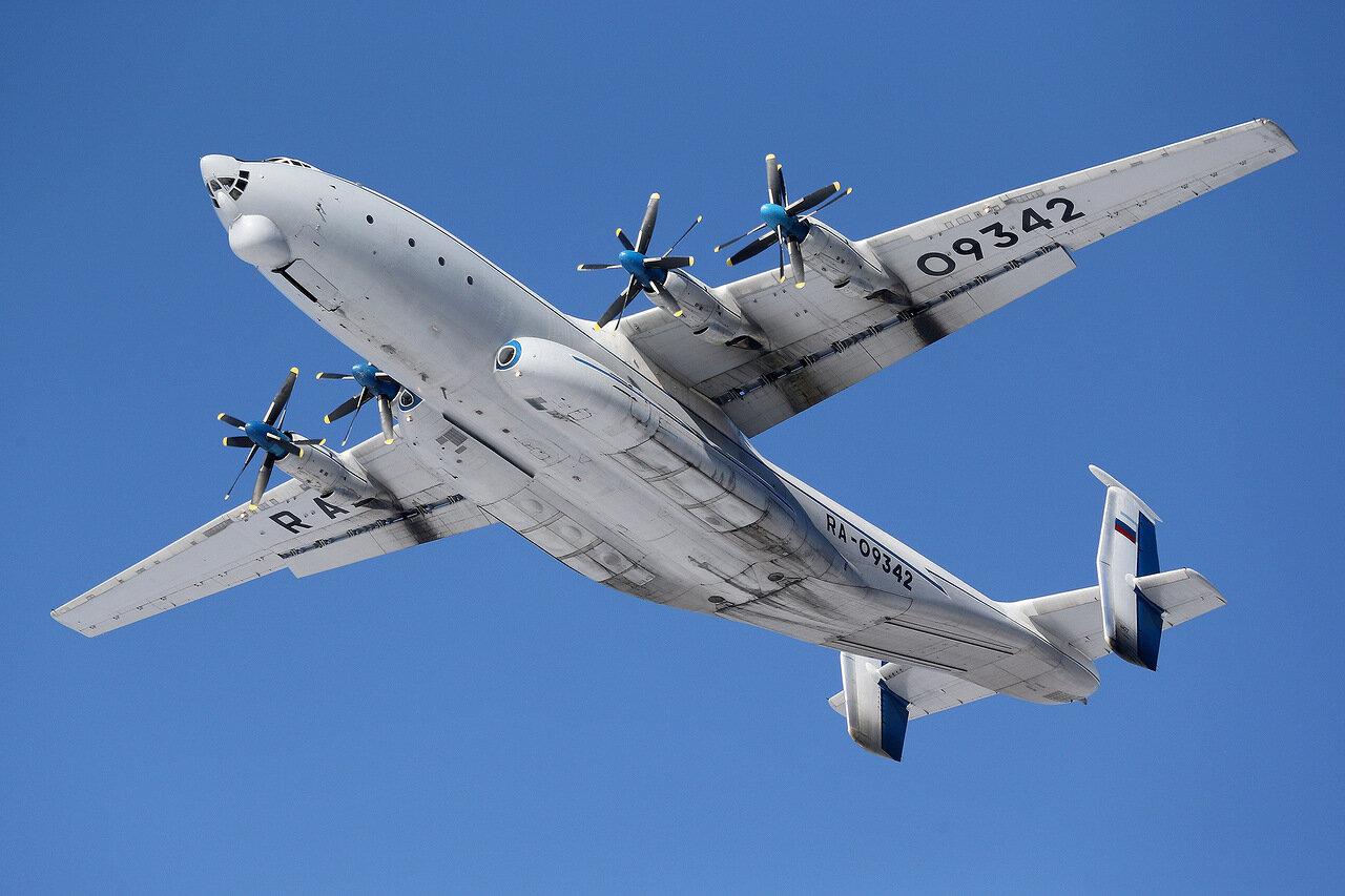 Ан-22 «Антей» широкофюзеляжный военно-транспортный самолет