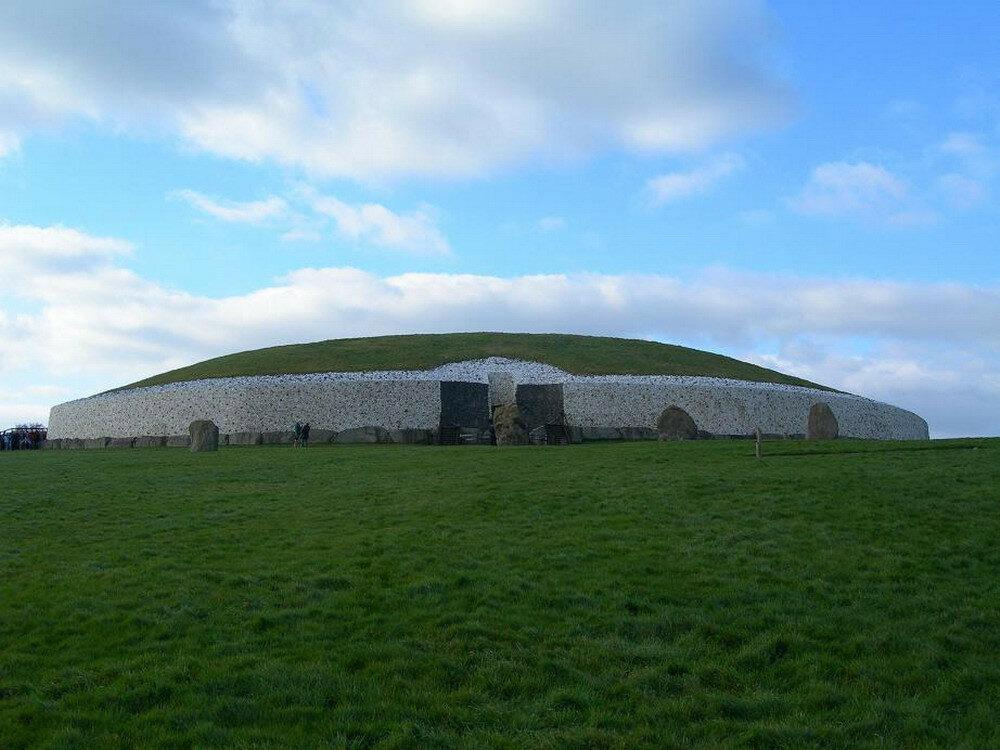 Newgrange1_resize.jpg